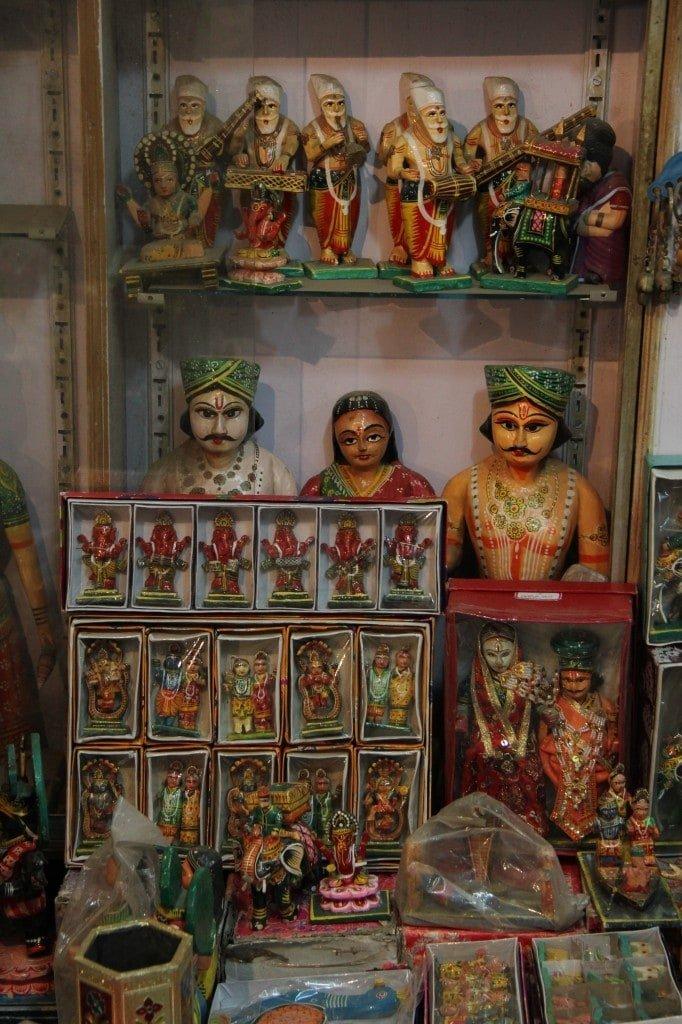 當中國「賣」向全世界,印度神話木雕也裝上七彩霓虹燈