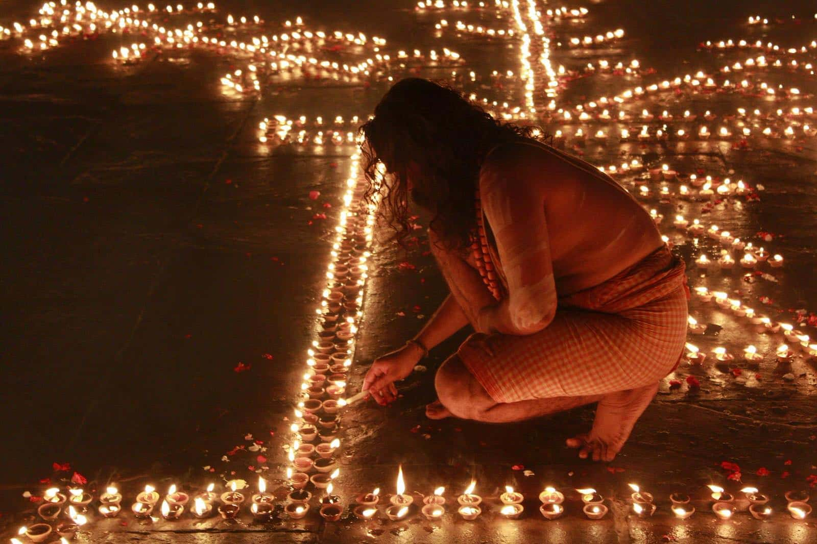印度隱藏版攻略:眾神之光節 Dev Deepawali,百萬盞陶土油燈閃耀恆河