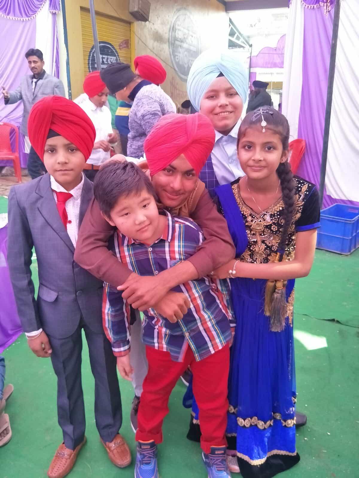 親愛的,我把孩子送到印度上學了:從臺灣家長的真實經驗看印度教育
