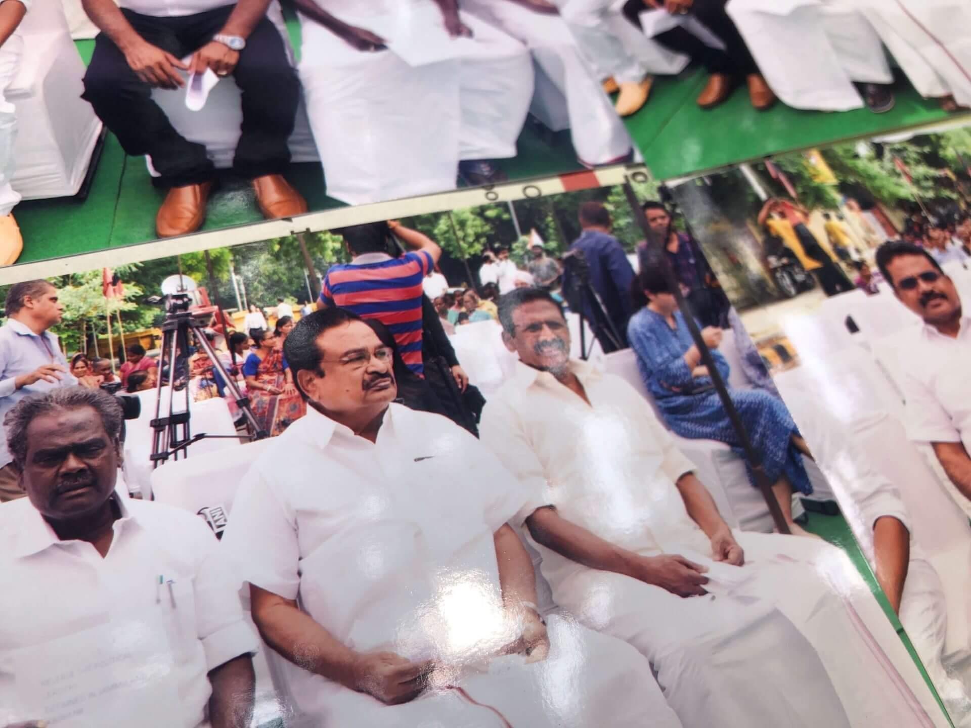 抗議現場發大財?直擊新德里的抗議照片小攤,我居然也在上面!