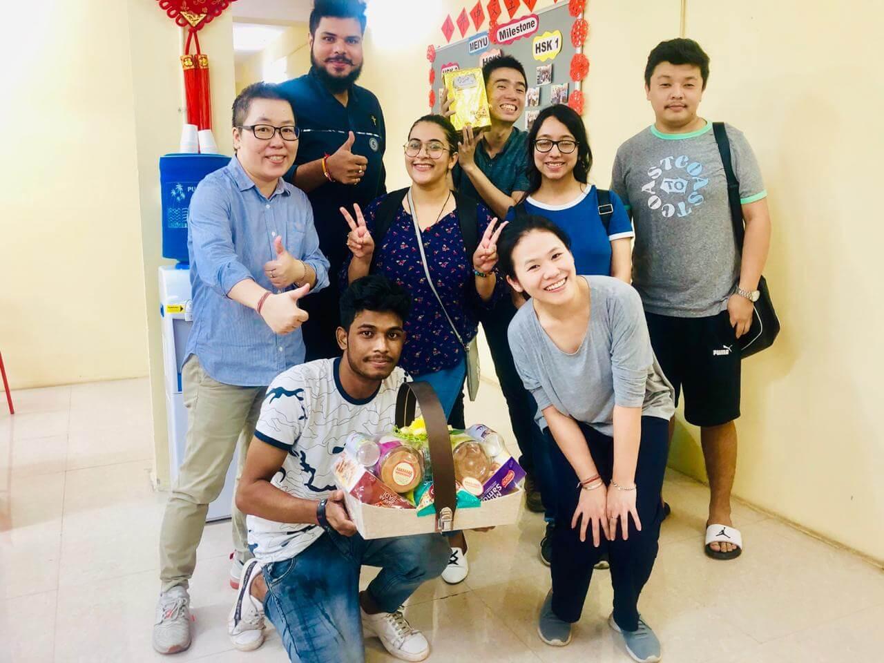 教師節快樂!印度學生居然送上了「佛頭」和「蛋糕」?