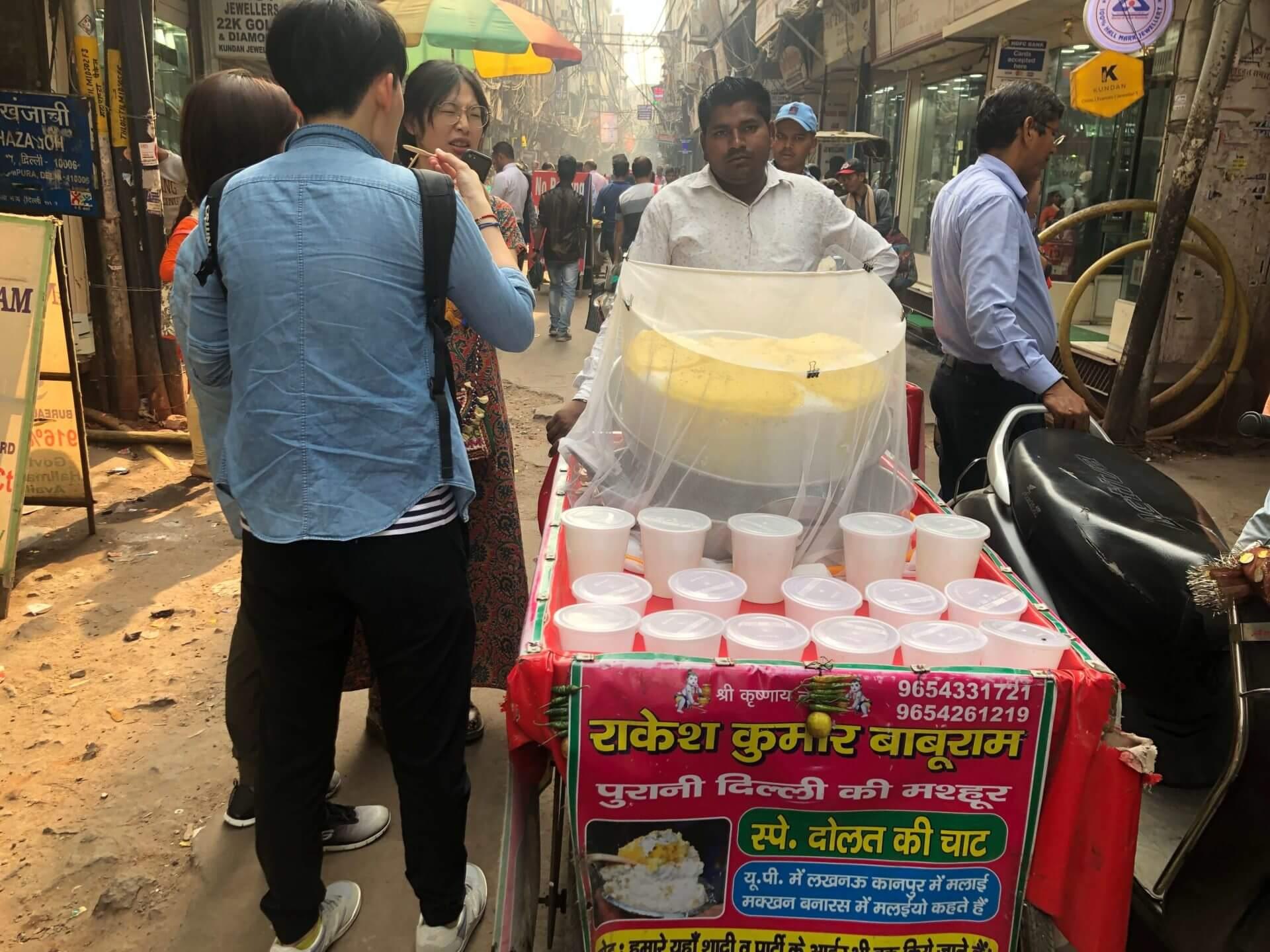 舊德里冬季限定甜點:印度的奶製舒芙蕾 Daulat Ki Chaat