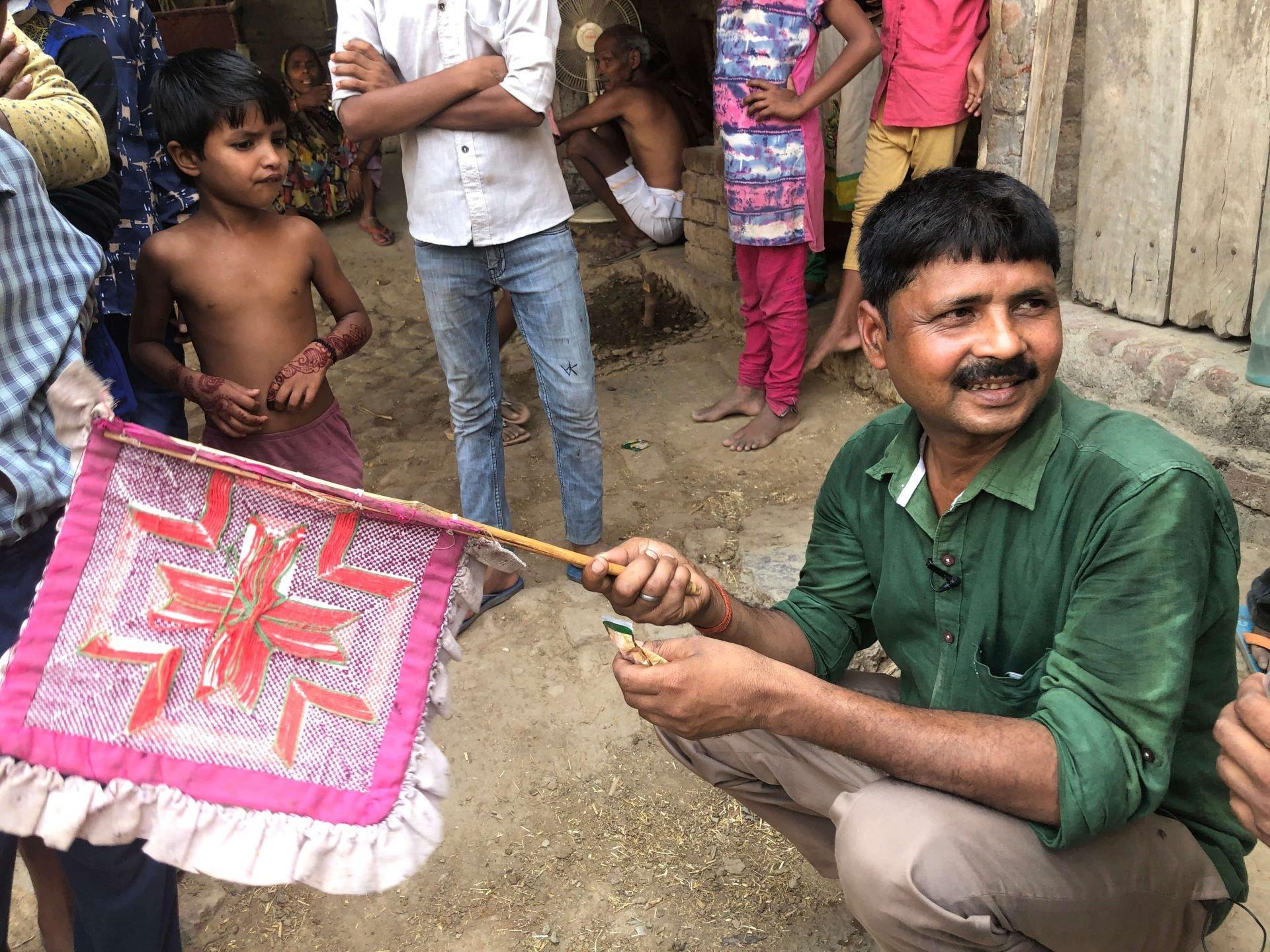 跟著印度都市移工回鄉:他認識我,而我不認識他