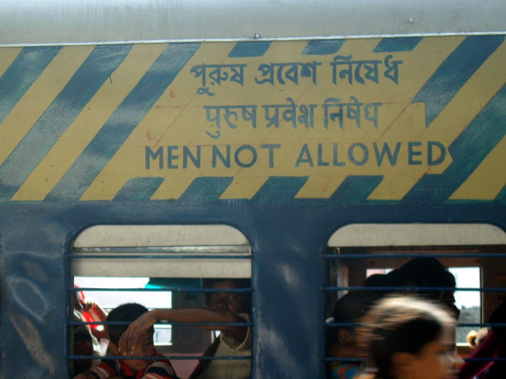 印度行人號誌大變身!孟買小綠人穿裙子