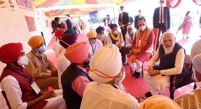 「前進德里」!印度全國農民展開反農業改革長期抗戰